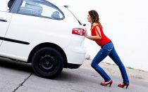 Из-за чего при переключении передач машина дергается?