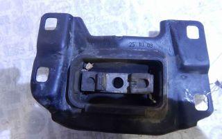 Как заменить подушку крепления коробки передач?