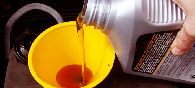 Можно ли заливать моторное масло в коробку передач?